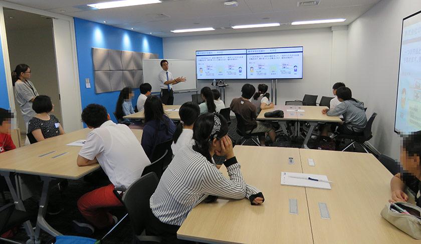 Seiji K. teaching students